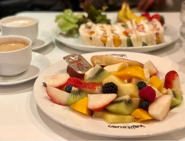 溢れんばかりのフルーツが!『果実園リーベル』のフルーツサンド